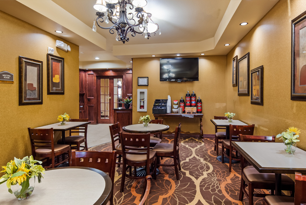 The breakfast room can also be rented with closing doors to the hotel